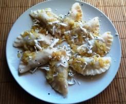 Pierogi z soczewicą i serem z czarnuszką